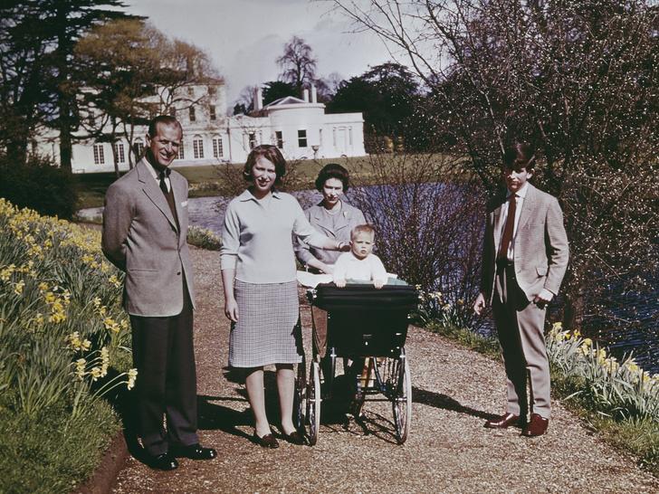 Фото №4 - Почему принц Филипп присутствовал при рождении лишь одного из своих детей