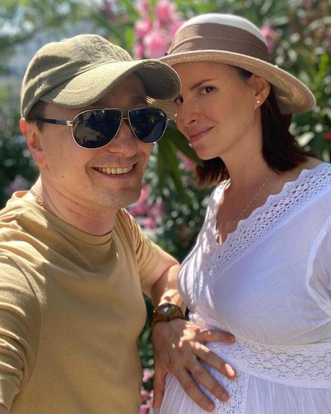 У Сергея Безрукова и Анны Матисон родился третий ребенок