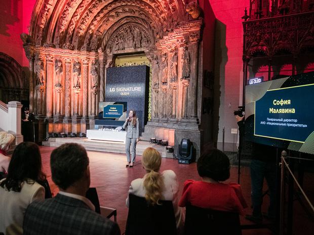 Фото №4 - Новые возможности: в Москве прошла презентация сворачивающегося телевизора LG SIGNATURE OLED R