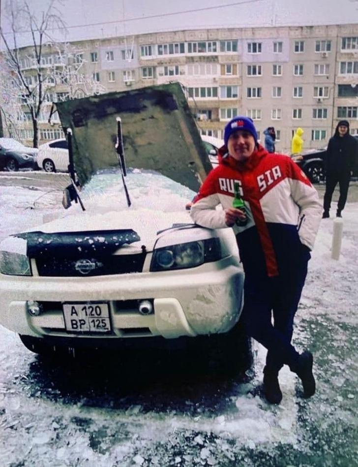 Фото №2 - Во Владивостоке на машину упала бетонная плита, и эпичность этого видео может затмить только хладнокровие водителя