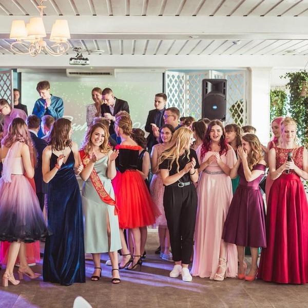 Фото №17 - 35 крутых идей для фотографий с друзьями на выпускном