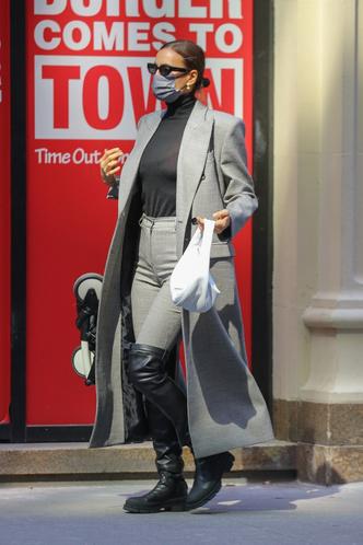 Фото №4 - По улицам Нью-Йорка как по подиуму: Ирина Шейк на прогулке с дочкой