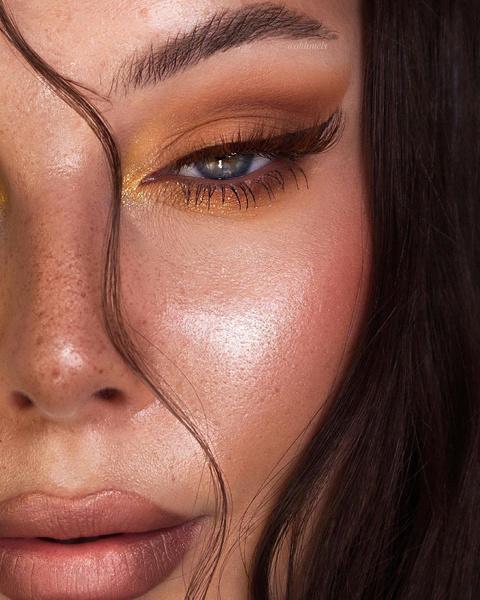 Фото №7 - Как подчеркнуть загар макияжем: 7 трендовых идей