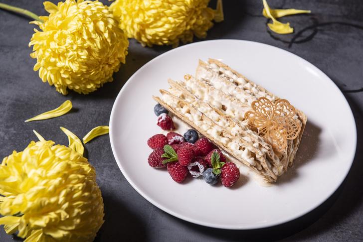 Фото №1 - Сладкая жизнь: рецепт французского десерта «Мильфей» с ягодами