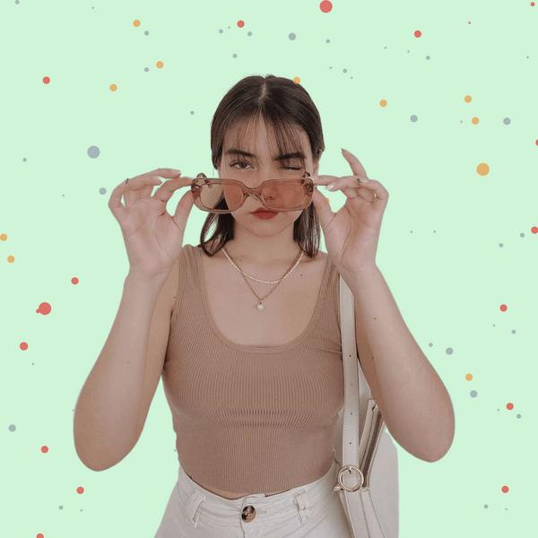 Фото №1 - Гениальный бьюти-хак: что делать, чтобы макияж не отпечатывался на очках