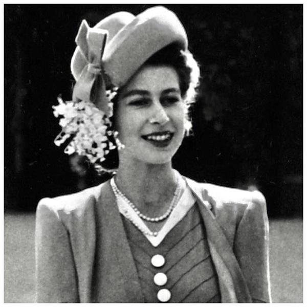 Фото №1 - Королевские фавориты: бьюти-средства, которым никогда не изменяют девушки из Букингемского дворца