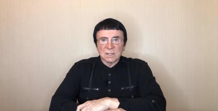 Фото №1 - Возвращение темного рыцаря: Анатолий Кашпировский теперь врачует в Интернете