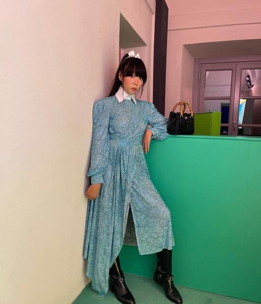 Фото №2 - Как носить платье с грубыми сапогами: показывает фэшн-блогер @susiebubble из Гонконга 😎