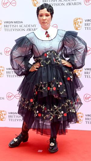 Фото №6 - Теле-BAFTA 2021: самые стильные знаменитости на красной дорожке