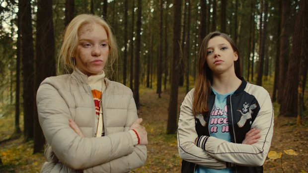 Фото №3 - Актрисы сериала «Сама дура»— о трудностях подростковой жизни и о том, как выжить с сестрой