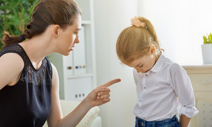 Плохие школьные оценки: ругать ребенка или утешать?