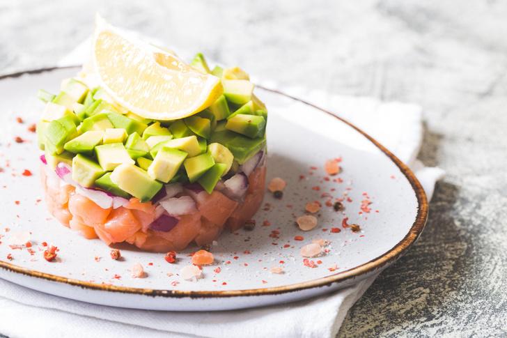Фото №1 - Тартар из лосося: секреты приготовления и рецепт