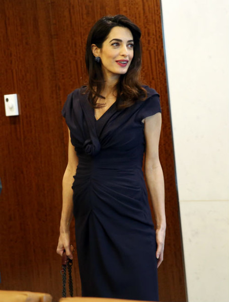 Фото №10 - Всегда безупречна: 11 лучших нарядов беременной Амаль Клуни