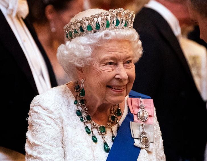 Фото №1 - Не только королева: как менялся титул Елизаветы II на протяжении ее жизни