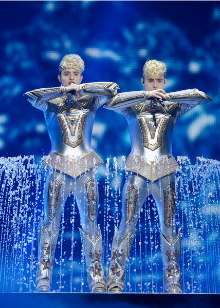 Фото №10 - 10 нелепых нарядов участников «Евровидения»