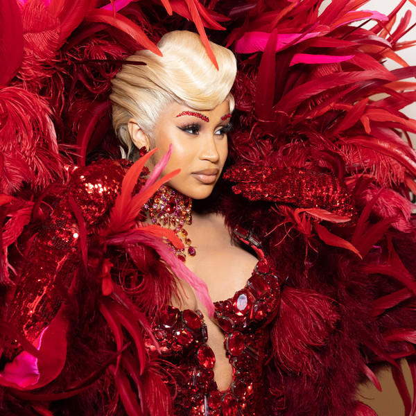 Фото №1 - Цветные брови— самый яркий тренд сезона. Доказывает Карди Би ❤