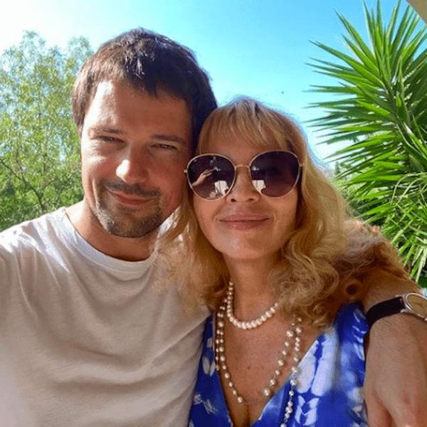 Фото №3 - «А маму случайно не Оксана зовут?»: в Сети обсуждают внешнее сходство Акиньшиной и матери Козловского
