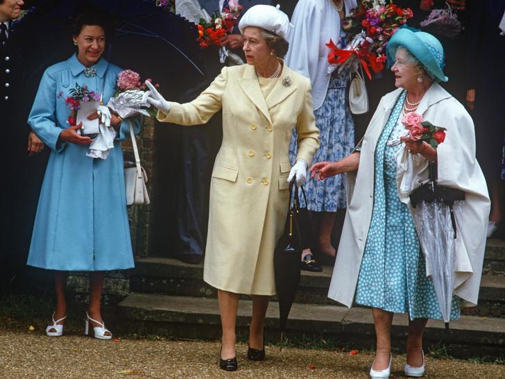 Фото №16 - Сестры и лучшие подруги: 20 самых трогательных и теплых фото Королевы и принцессы Маргарет