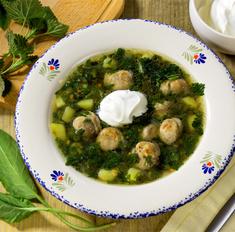 Зеленый суп с крапивой