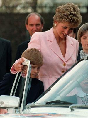 Фото №3 - Почему принцесса Диана считала, что Гарри больше подошел бы на роль короля, чем Уильям