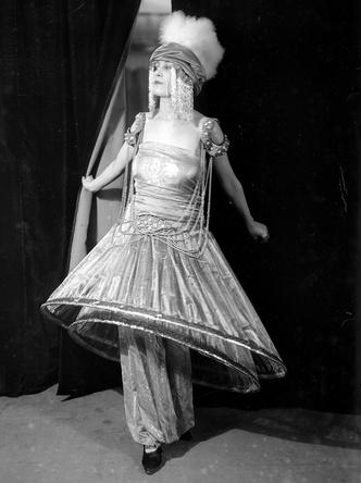 Фото №3 - Король стиля: как Поль Пуаре придумал «хромые юбки», освободил женщин от корсетов и заново изобрел моду