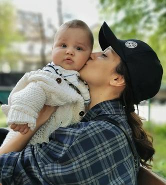 Равшана Куркова впервые стала мамой
