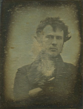 Фото №1 - Первое фото, первое селфи,— все пионеры фотографии в одном месте