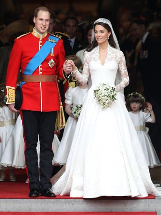 Фото №14 - Платья-близнецы: 15 слишком похожих свадебных нарядов королевских особ