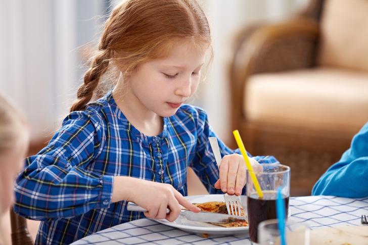 Фото №3 - Обеденный этикет: учим малыша кушать аккуратно