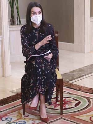 Фото №3 - Универсальный наряд: самое любимое платье королевы Летиции (спойлер— оно из масс-маркета)