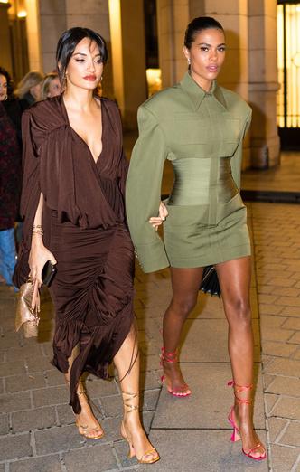 Фото №12 - Как одеваться девушкам с широкими плечами: 7 главных правил