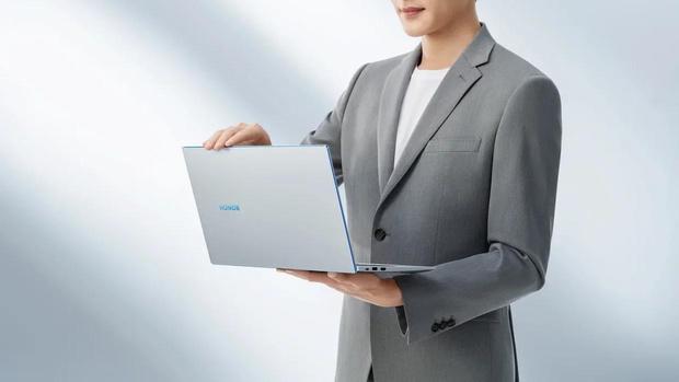 Фото №2 - Новых карьерных вершин в 2021 году достигают не в офисе, а в ноутбуке. Как и с помощью чего это происходит?
