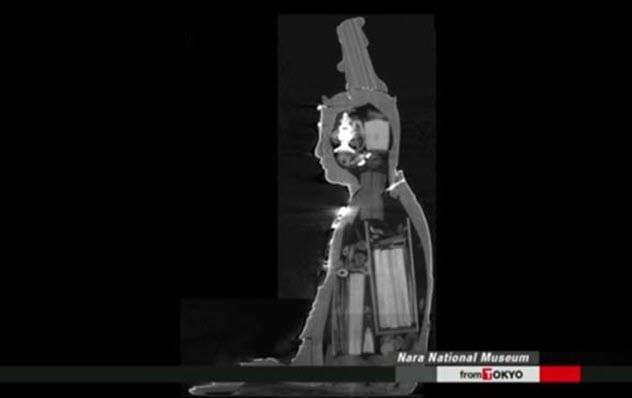 Фото №8 - 9 странных предметов, найденных внутри статуй