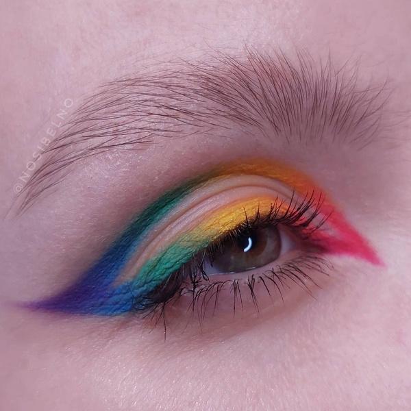 Фото №1 - Креативные стрелки: 10 способов разнообразить макияж глаз
