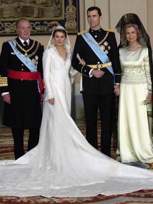 Фото №10 - Невеста на миллион: 7 самых дорогих свадебных платьев королевских особ