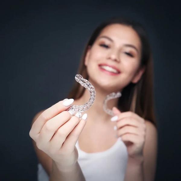 Фото №3 - Вместо брекетов: 3 альтернативных способа сделать зубы ровными