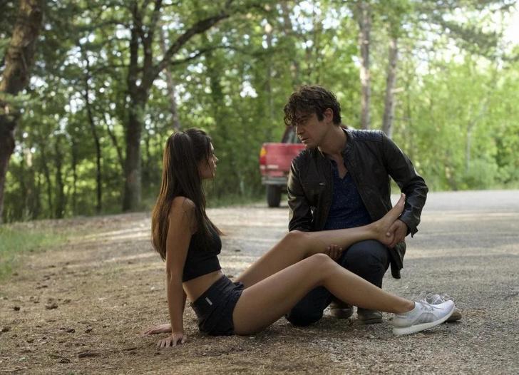 Фото №4 - 10 ситуаций, которые выглядят романтично в фильмах, но в жизни— пугающе