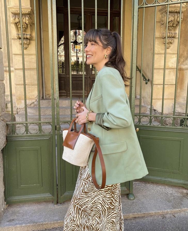 Фото №1 - Мятный пиджак + шелковая юбка: весенний образ француженки Жюли Феррери, который легко повторить