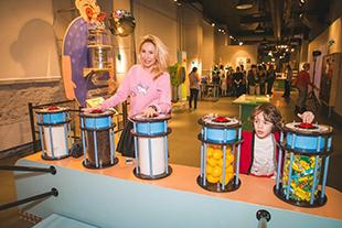 Фото №2 - Звездные семьи открыли сезон антропологии