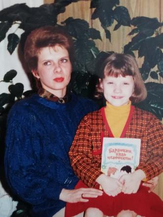 Фото №28 - Раньше взрослели быстрее? 30 фото советских мам и их дочек в одном возрасте