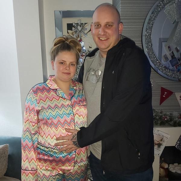 Фото №1 - До слез: близнецы, разлученные при рождении, снова обнимают друг друга