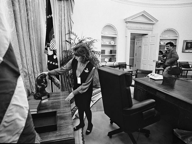 Фото №4 - Смена власти: как в Белом доме прощаются с уходящим президентом и встречают нового