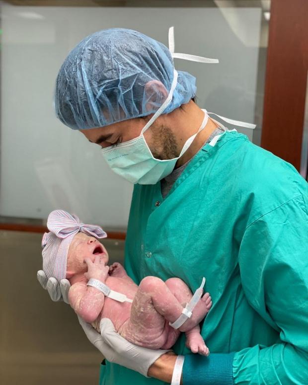 Фото №2 - Энрике Иглесиас: «Меняю подгузники и сам кормлю дочь»