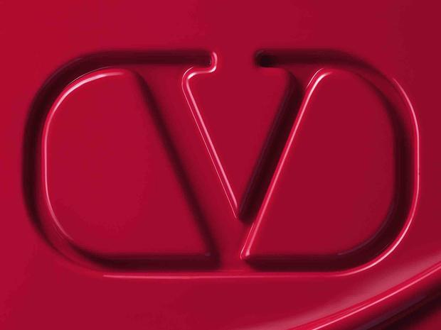 Фото №2 - Valentino запускает собственную линию макияжа