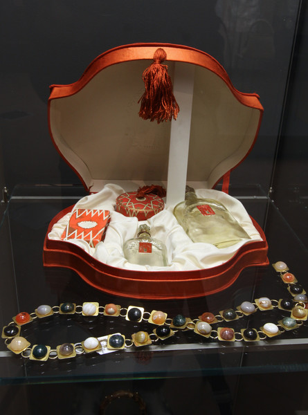 Фото №5 - От «Красной Москвы» до «Свердловска»: какими ароматами пользовались женщины в Советском Союзе