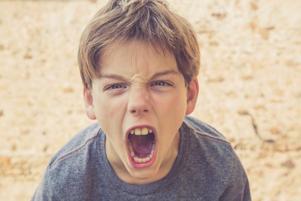 Фото №1 - «Школьники кричат гадости вслед взрослому человеку— как их приструнить?»