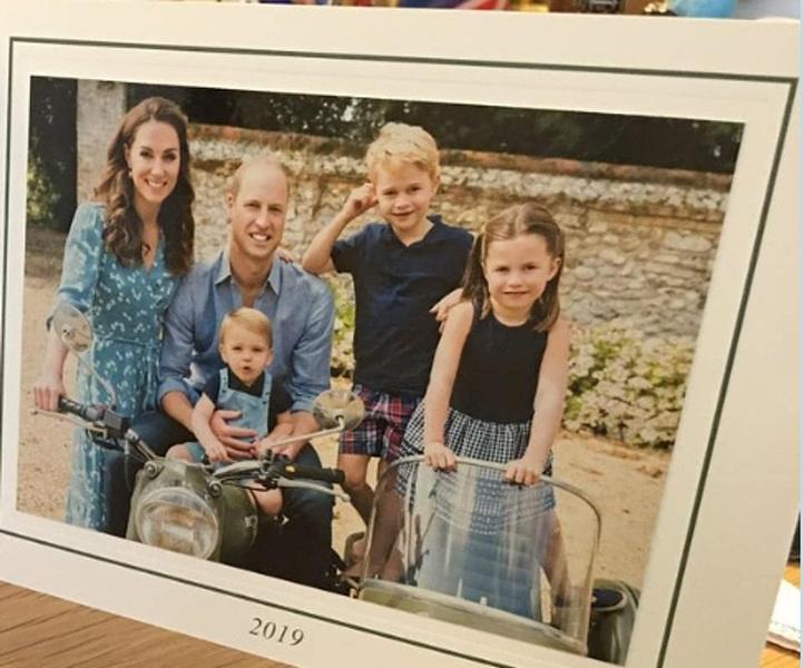 Фото №3 - Все рождественские открытки семьи Миддлтон и Уильяма: 10 фото