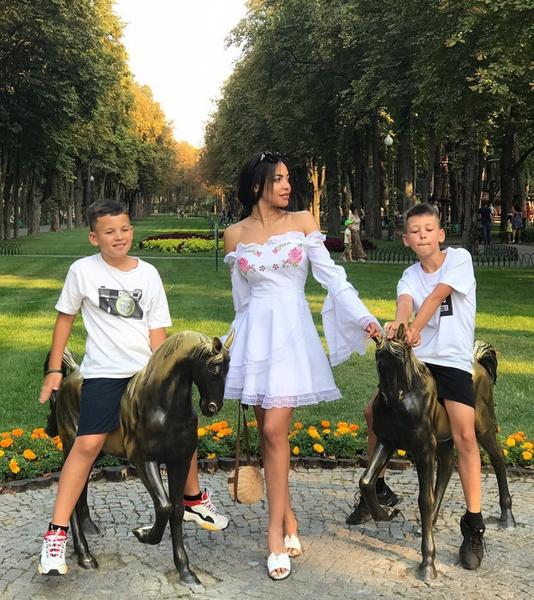 Фото №3 - «Он мог поставить их на гречку»: экс-жена рэпера Сереги обвинила его в издевательствах и похищении детей
