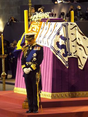 Фото №4 - Скромный принц: последняя королевская традиция, которую нарушил Филипп