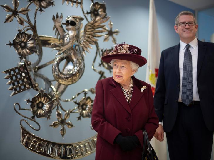 Фото №3 - Джеймс Бонд по-королевски: кто из Виндзоров работал в британской разведке